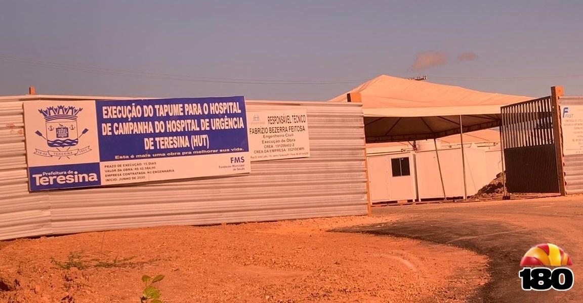 Hospital de campanha ainda em construção