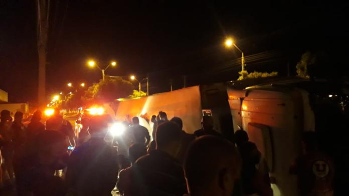 Homem perde controle de veículo e tomba carreta em Picos 2