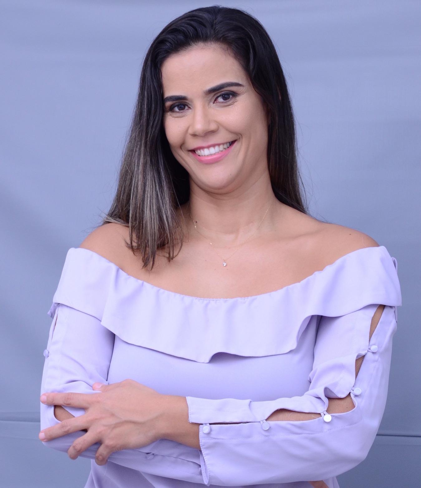 Head Trainer Allayana Costa