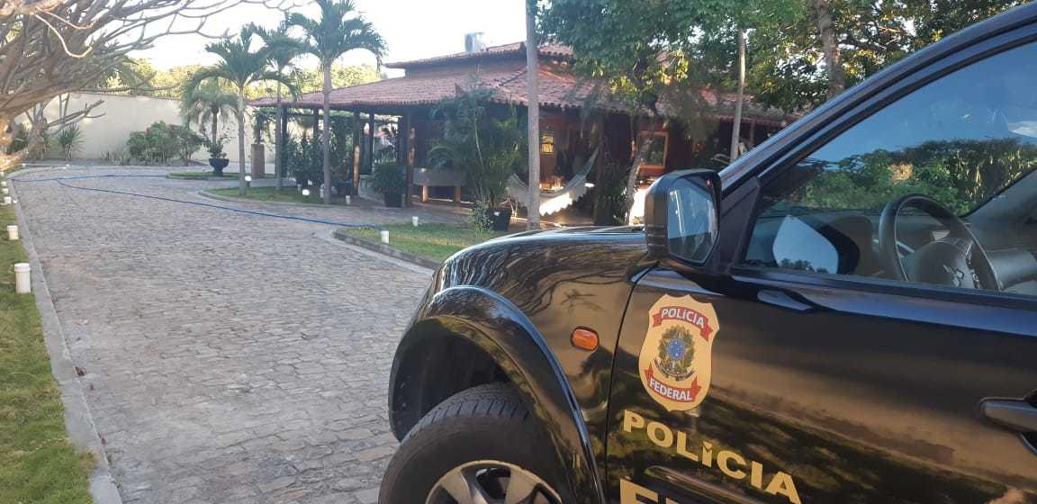 Momento em que a equipe da Polícia Federal esteve no sítio de Tony Trindade, em Monsenhor Gil