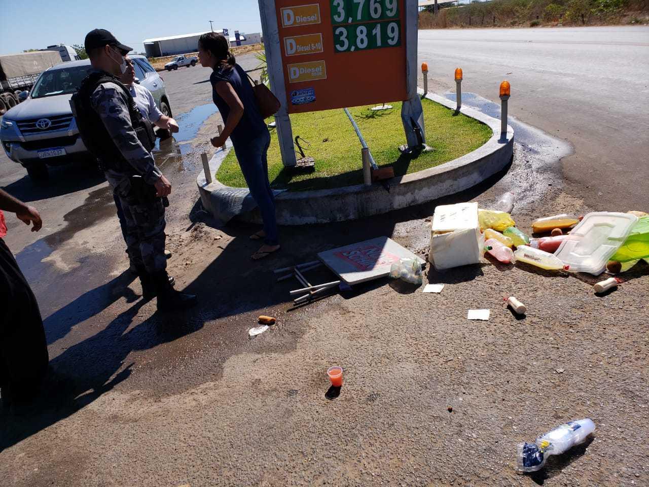 Vendedora de lanches tem mercadorias destruídas e é agredida na frente de posto no Piauí 2