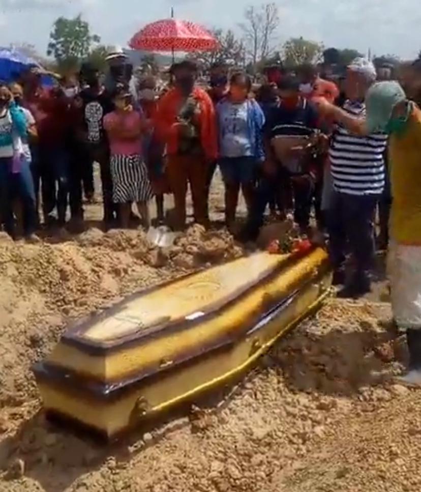 Comoção marca enterro de pastora em Campo Maior