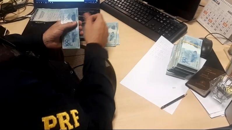 Fiat com R$ 50 mil em dinheiro no para-choque é apreendido pela PRF em Parnaíba
