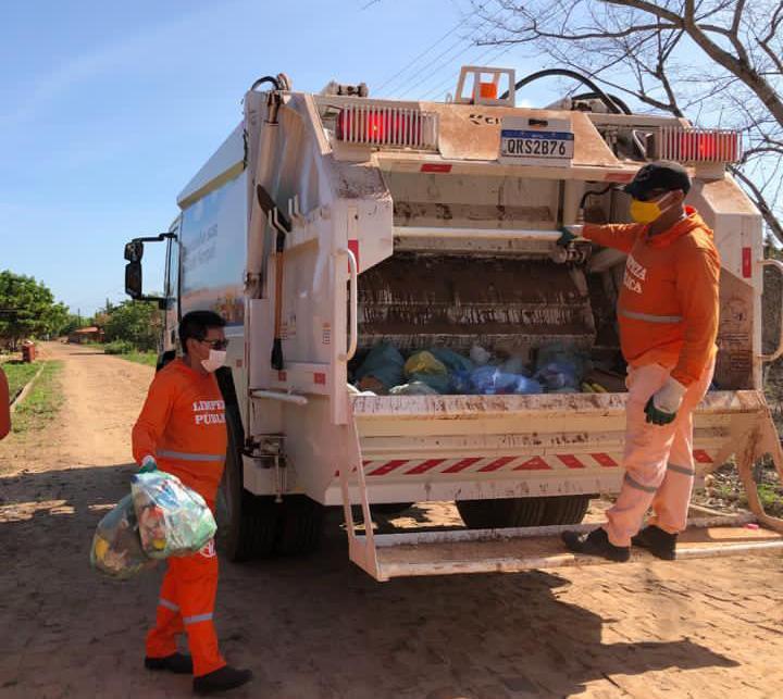 Prefeito vira gari por um dia após receber caminhão coletor de lixo no Piauí 3