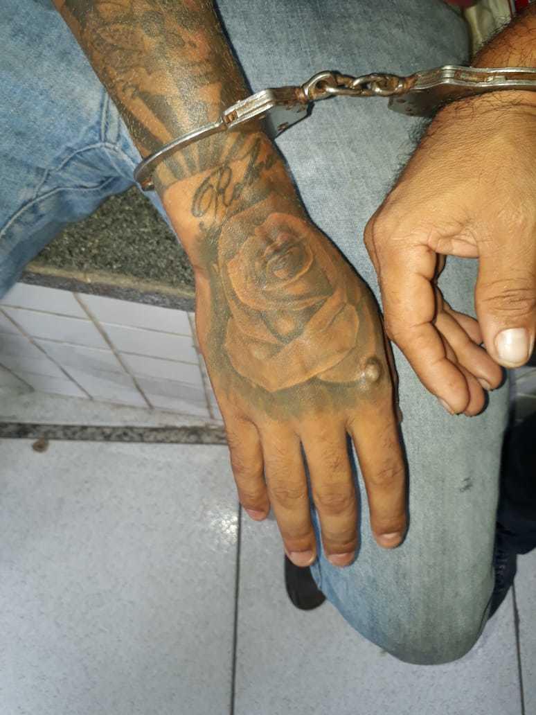 Suspeitos confrontam a PM após assaltarem empresário: dois são presos e um é baleado 2