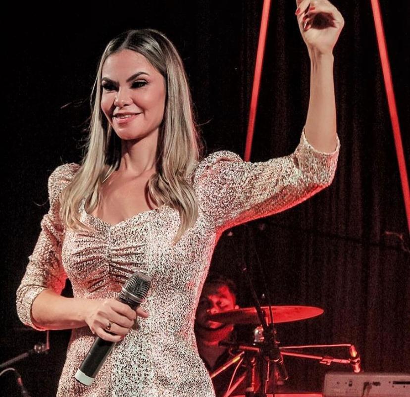 Lily Araújo, eleita Cantora do Ano