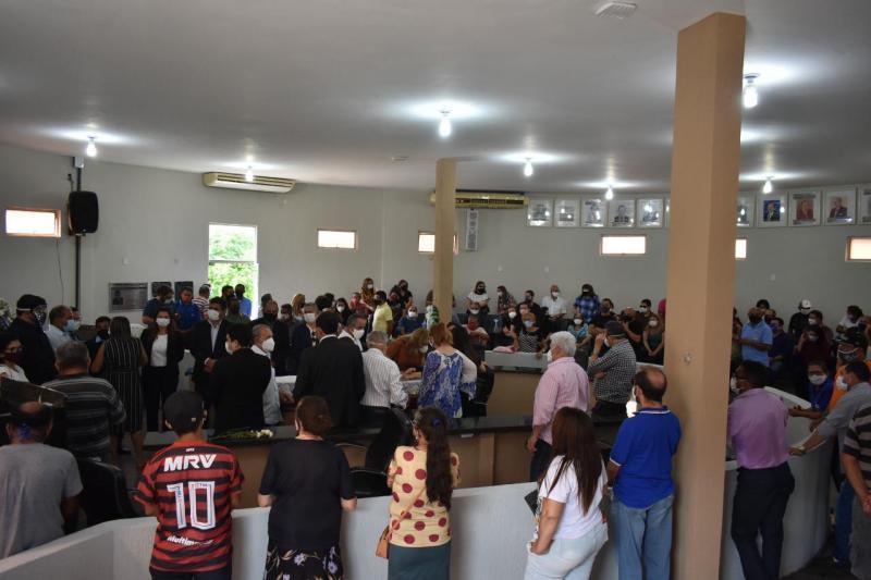 Estiveram no plenário Pedro Barbosa, o prefeito de Picos, Gil Marques de Medeiros, vereadores picoenses, familiares e políticos da região