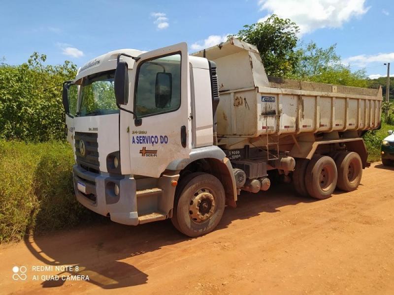 O veículo pesado estava abandonado em uma estrada no Povoado Cristovinho