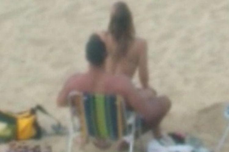 Casal faz sexo em praia e é advertidos por Guarda-vidas