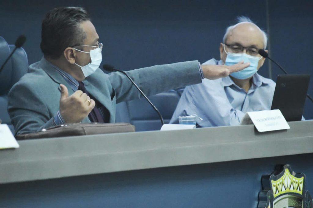 _Presidente da CPI, vereador Dudu, e Francisco Canidé (Foto: Câmara de Teresina)