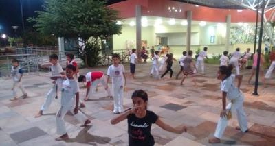 Thumb capoeira