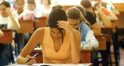 Thumb estudante fazendo prova