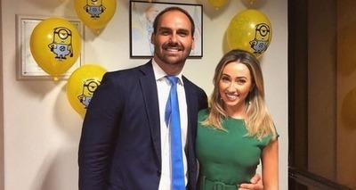 Thumb eduardo bolsonaro e a esposa