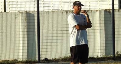Thumb treinador valdomiro ferreira no estadio pedro alelaf