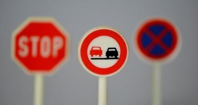 Thumb traffic signs 674621 960 720