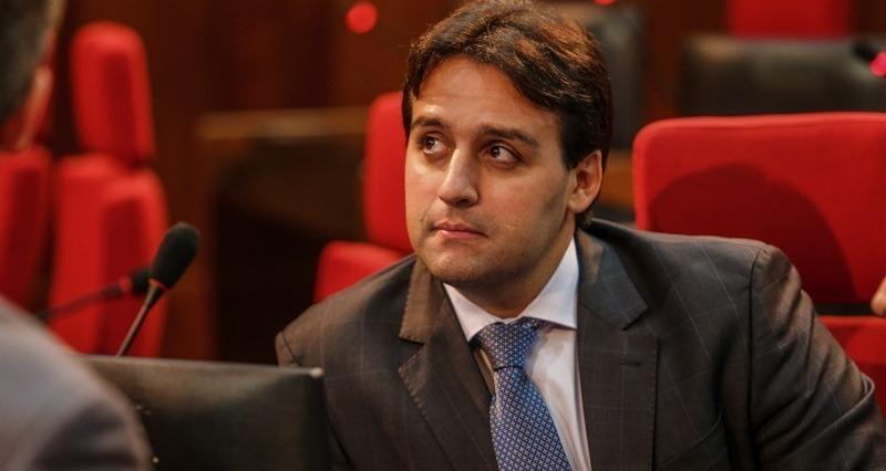 _Flávio Nogueira Júnior, titular da Secretaria de Turismo, pasta ocupada pelo seu pai anos antes (Imagem: Divulgação/ALEPI)