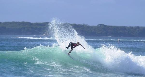Medium surfista americano 2