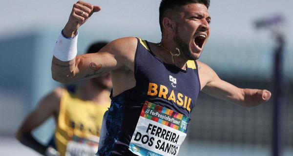 Medium na semifinal dos 100m da classe t47