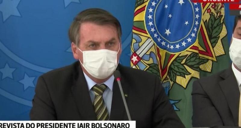 De máscara, Bolsonaro anuncia mais um ministro infectado pelo coronavírus