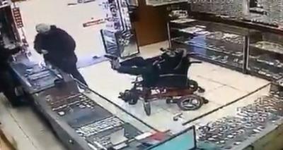 Thumb assalto cadeirante