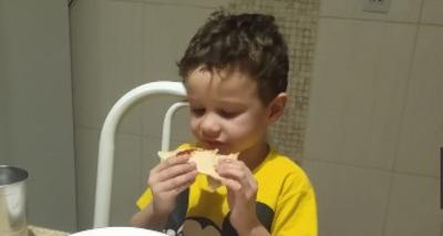 Thumb screenshot 2020 06 01 crian a autista comemora ao receber pizza sem recheio e comove a web 1