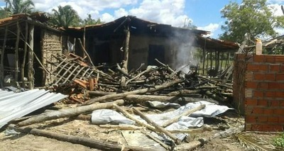 Thumb casa destruida incendio4
