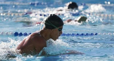 Thumb cara nadando