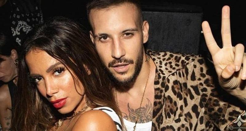 Famosos Anitta curte noitada com cantor italiano