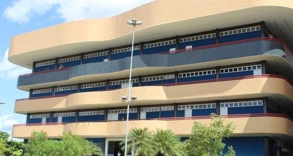 Medium fachada
