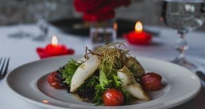 Thumb salada verde com lulas confitadas tomate cereja e alho por  crocante r 42