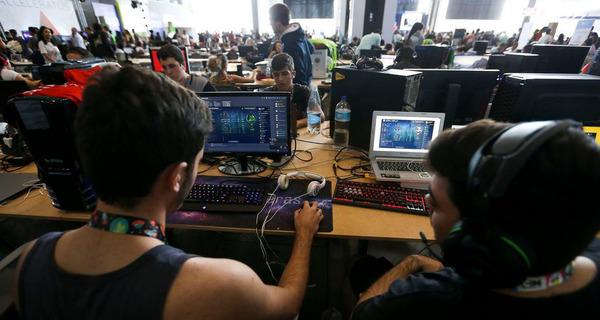 Medium alunos computador2