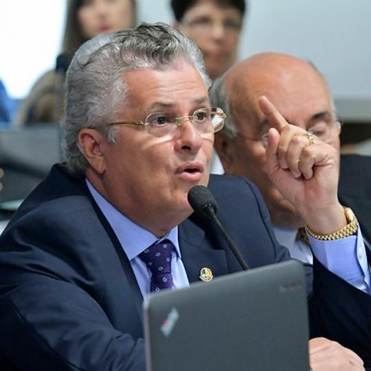Suplente de Elano Férrer, José Amauri. Ele foi senador por alguns meses