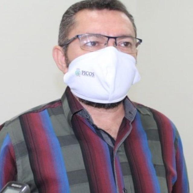 _Padre Walmir, prefeito de Picos (Foto: Divulgação)