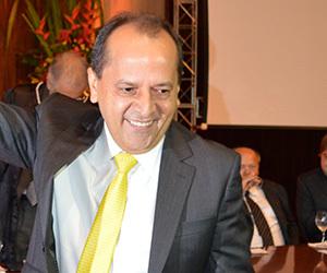 _Deputado estadual Hélio Isaías. Na Defesa Civil ele tocava obras de pavimentação em paralelepípedo