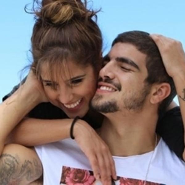 Caio Castro comenta cena de nudez: Sem tapa-sexo